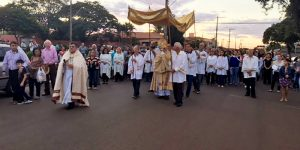Engenheiro Coelho reúne 900 fiéis durante procissão de Corpus Christi