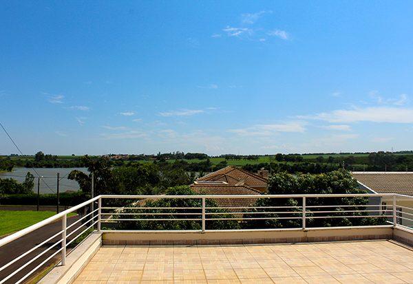 Residência à venda com vista para o lago em Engenheiro Coelho